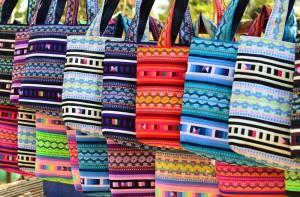 Tassen op de hippiemarkt